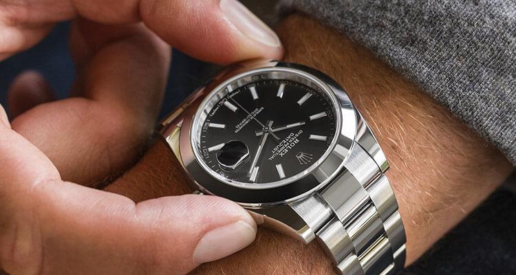 Montage des Uhrwerks und Schmierung